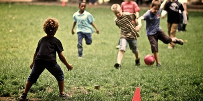 kids-playing-football